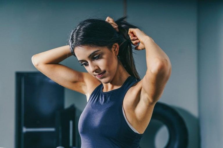 woman-prepares-for-workout_925x